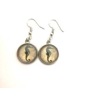 NWOT Seahorse Earrings Pierced
